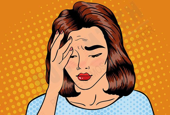Đau đầu là một trong những tác hại của việc uống nhiều nước